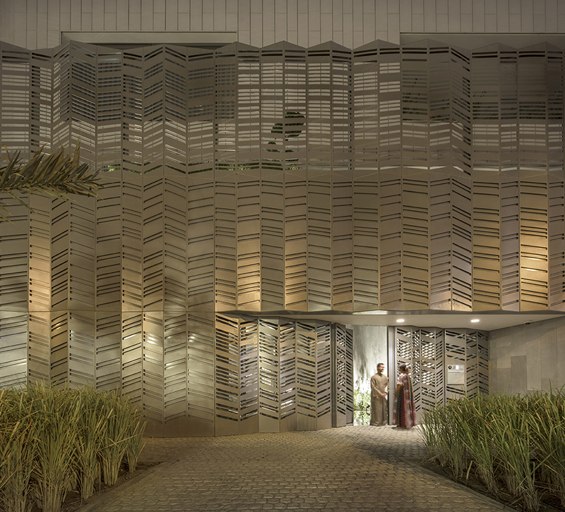 Vista exterior de la celosía de Nirvana Home por AGi architects