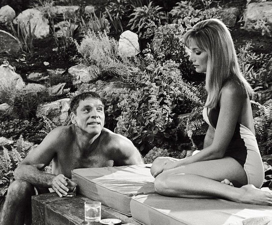 Art Deco swimming pools - The Swimmer (1968)