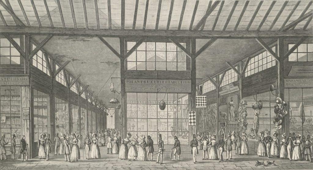 Precedente del centro comercial. Galeries de Bois,Palais-Royal, 1825. Litografía deTheodor Josef Hubert Hoffbauer via Wikipedia Commons.