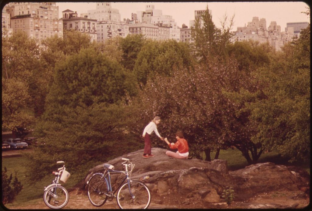 Parque urbano - Suzanne Szasz, Bicyclists in Central Park