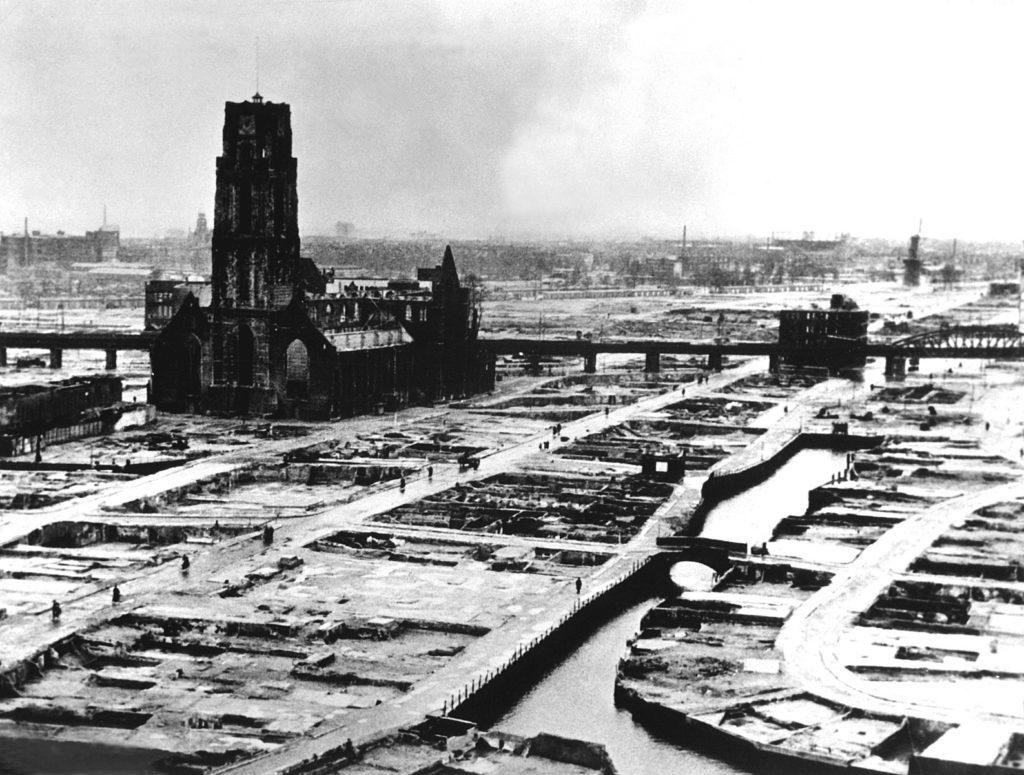 paisaje y patrimonio - Bombardeo de Róterdam, 1940. Wikipedia Commons.